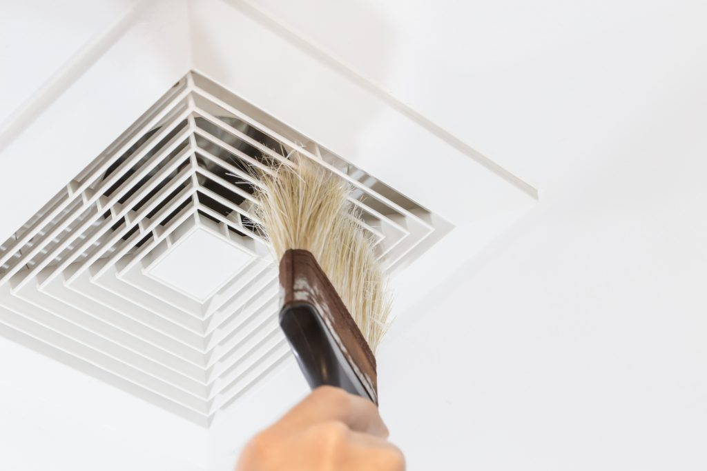 Cleaning vent