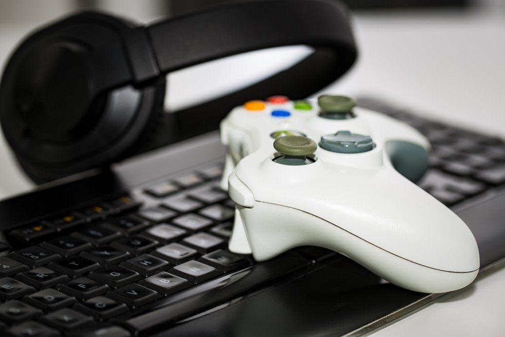 gaming keyboard, controller, headset