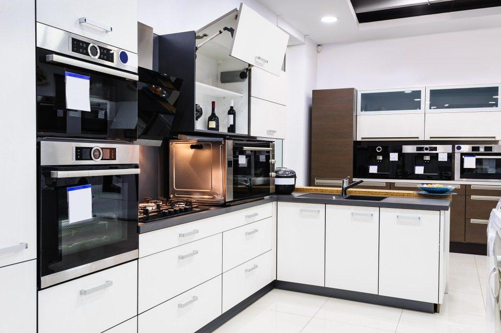 modern black and white kitchen