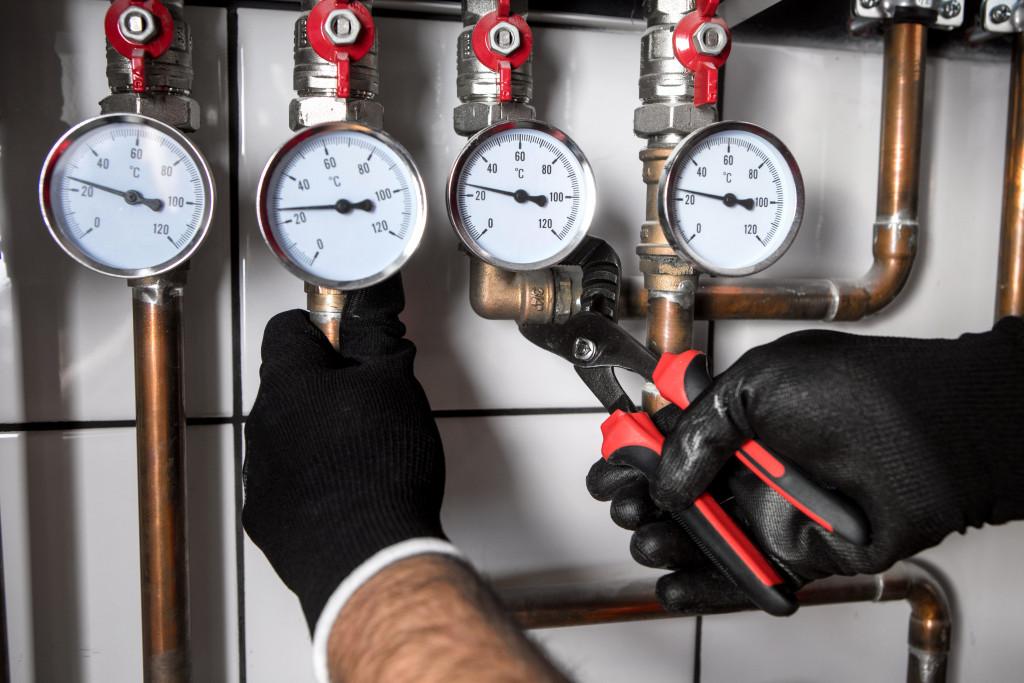 checking pressure meters